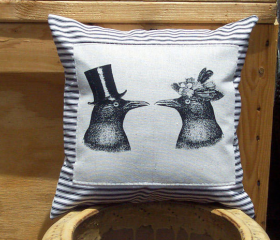 Decorative Pillow Co..